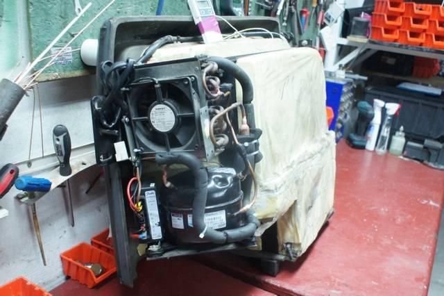 Naprawa lodówki VAN HOOL T915