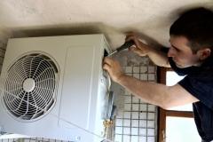 Montaż klimatyzacji Jednostka zewnętrzna łączenie instalacji elektrycznej